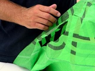 Oprava plachty kitu pomocí GluFix a FiberFix